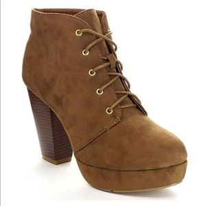 NWOT Tan Chunky Lace-Up Booties Size 7.5